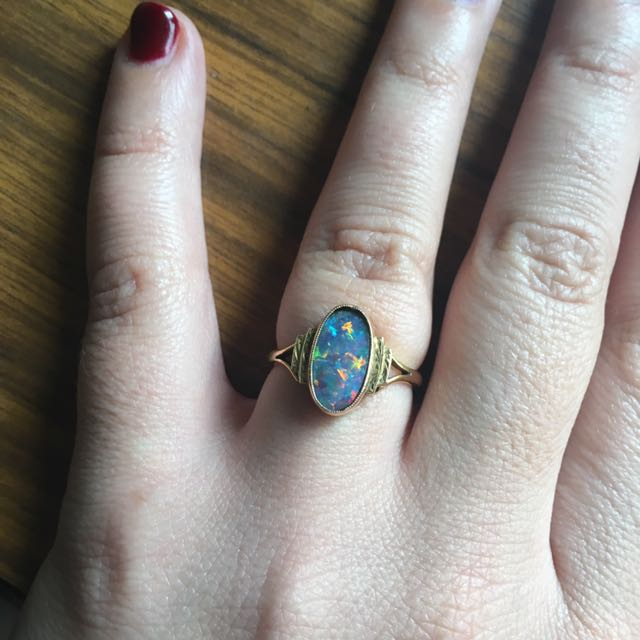 Pretty Vintage 9kt Gold Opal Ring Sz7