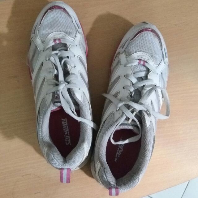 Sepatu Olahraga By Tomkins