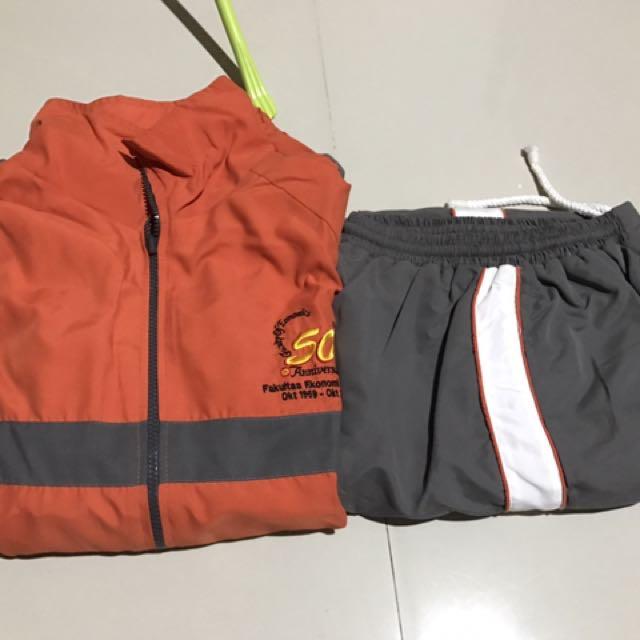 Setelan Baju Olahraga