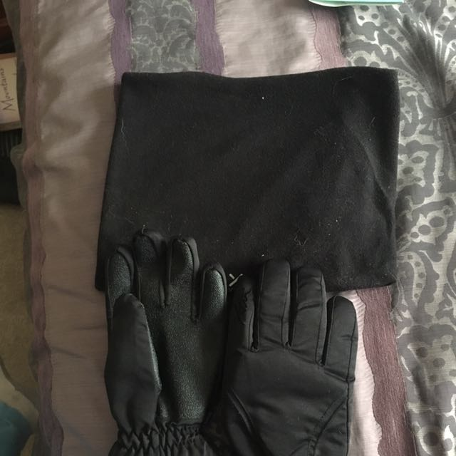 Snow Gloves And Snood