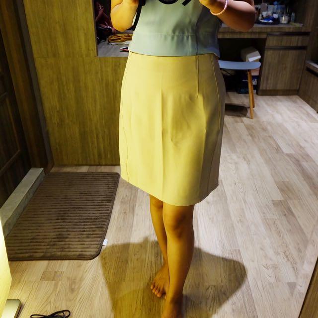Soft Beige Skirt (cocok untuk kantoran)
