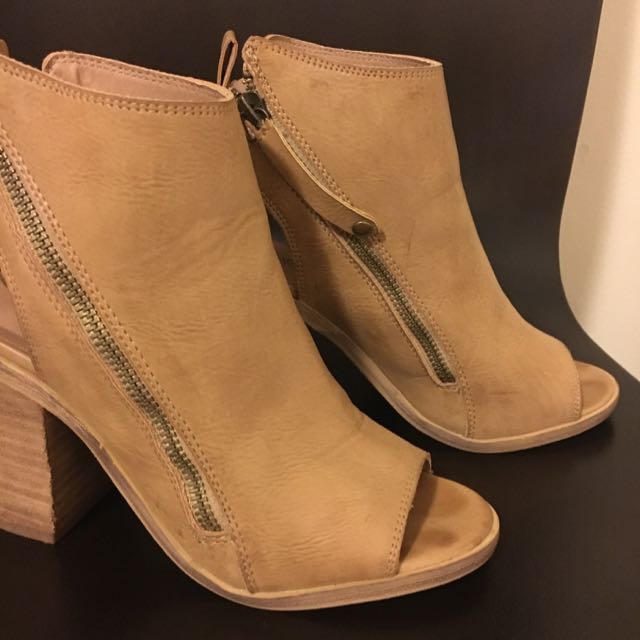 Therapy Shoes Size 5
