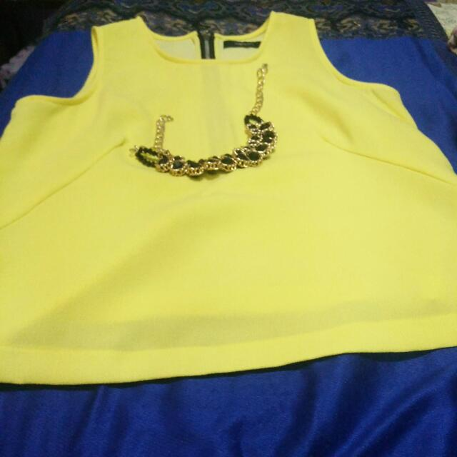 Yello Sleeveless Blouse Large
