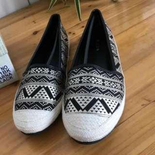 花纹布面麻邊平底鞋