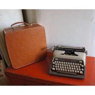 ROYAL FUTURA 800 1950's Grey Typewriter with Case