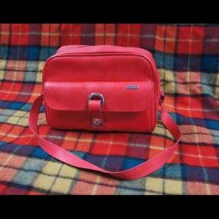 SAMSONITE 1970's Red Vinyl Duffle Messenger Bag / Carry On Bag / Overnight Bag