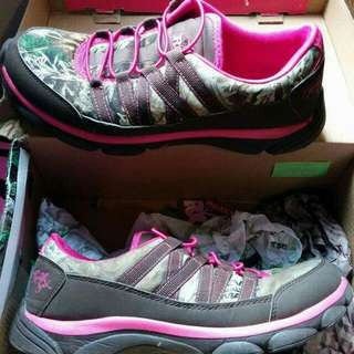 BRAND NEW REALTREE WOMEN'S SHOES