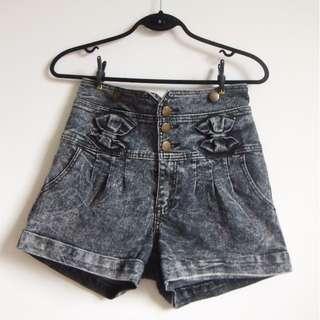 High waisted shorts M/L