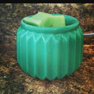 BRAND NEW SCENTSY VENETIAN GREEN ELEMENT WARMER