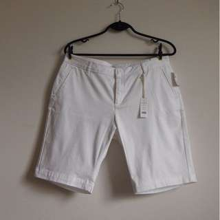 White docker short 12P