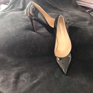 Very classy black Heels size 10