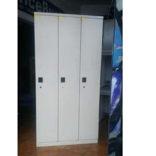 3 Doors Steel Locker- Japan's Surplus Office Furniture