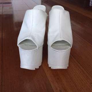 YRU White Chunky Heels Size 7