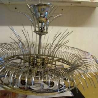 想幫,放水晶燈👆 極新。兩年。 半價放。$4,000。 燈架。水晶。烏絲胆.