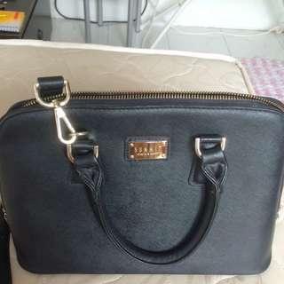 Summit handbag black color