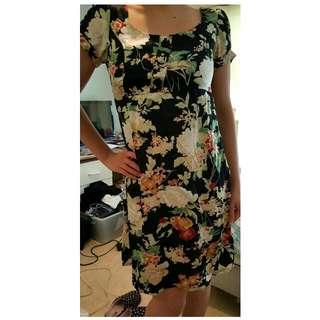 SHILLA DESIGNER FLORAL TEA DRESS - Size 8