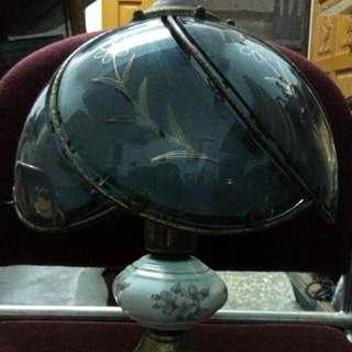 早期玻璃燈罩陶瓷彩繪桌燈
