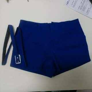 藍色短褲加皮帶