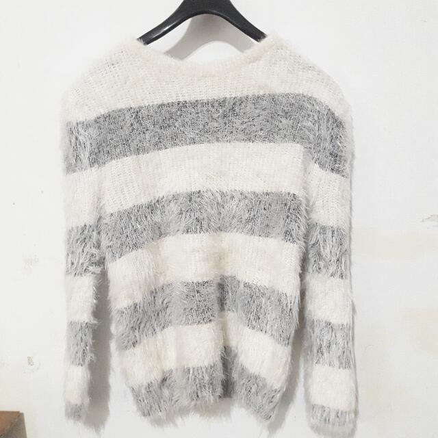 仿兔毛灰白條紋毛衣#冬季衣櫃出清
