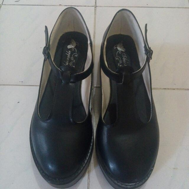Reprice Adorable Platform Black Shoes
