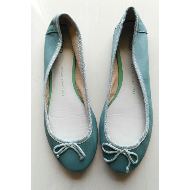 Authentic GAP Women Classic Leather Ballet Flats Size 7