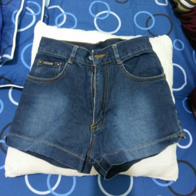 B 牛仔短褲