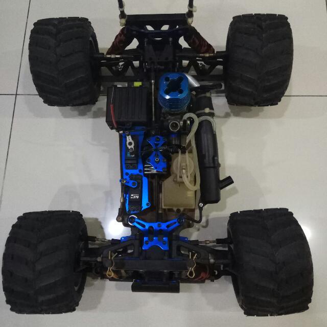 Carson ROCKWILDER 1/8 Nitro Monster Truck With .28 SH Engine + Spares