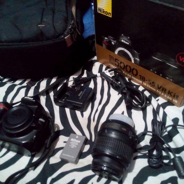 DSLR Nikon D5000 Kit (Complete) + Tripod + Case Logic Camera Back Pack