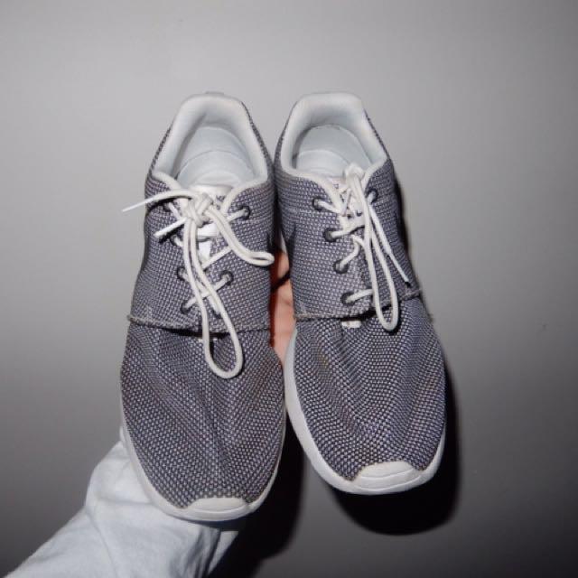 Grey Nike Roshe