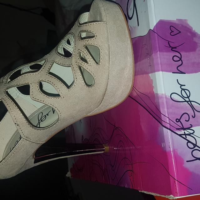 heels betts nude
