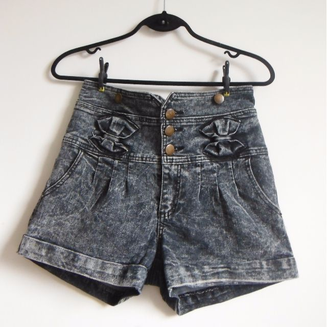 High waisted shorts M/L