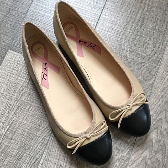 Jodi By Marc Fisher Toe Nude And Black Ballet Flats