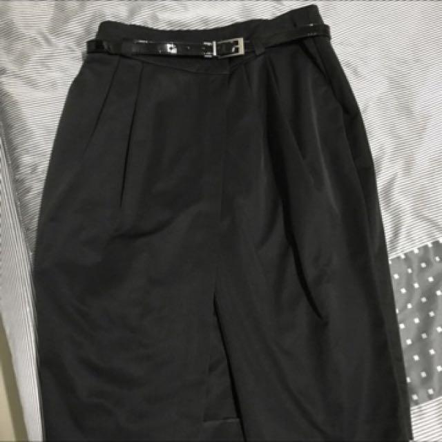 MOMA 黑色短褲