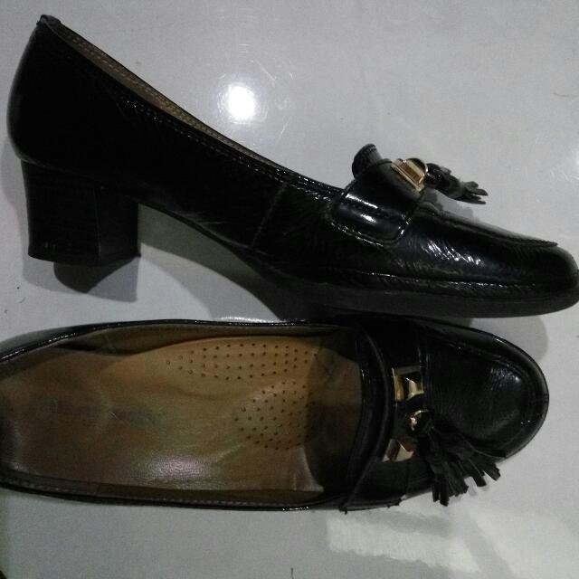 Sepatu Obermain