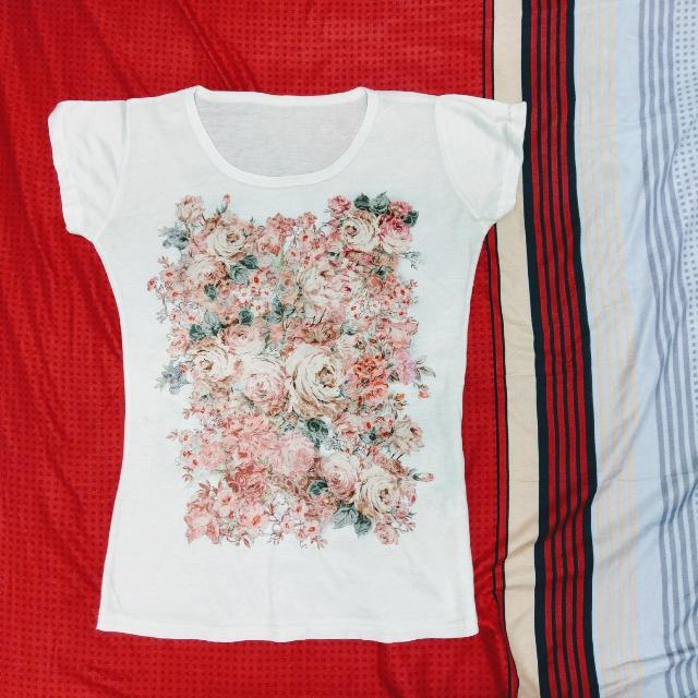 甜美花朵T恤