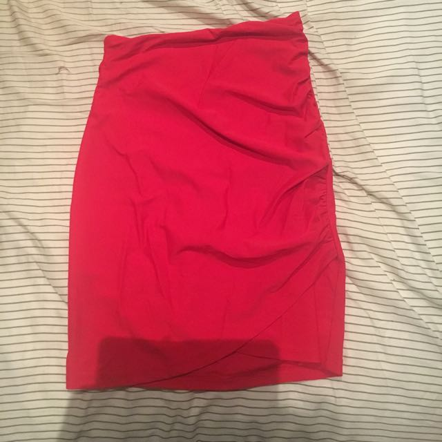 Tigermist Red Ruched Skirt Size Small