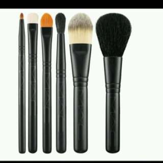 MAC look in a box brush set ✨✨