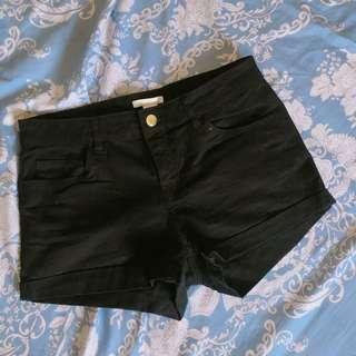 H&M 翹臀短褲