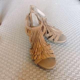 流蘇坡跟涼鞋