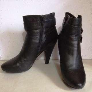 ELLE ankle boots