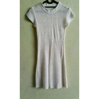 Dress Putih Rajutan