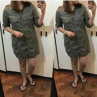 Zara army green dress.. Used 3x only(meron xia punit x my sleeves  pero  nakatago naman pag fold).. Fits Small-medium Frames..