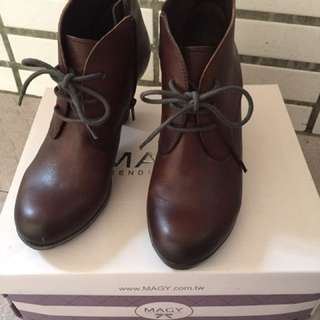 【MAGY】咖啡色百搭短靴(60號)