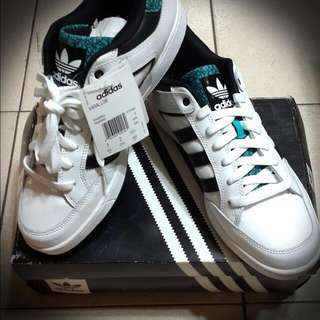Adidas滑板運動鞋