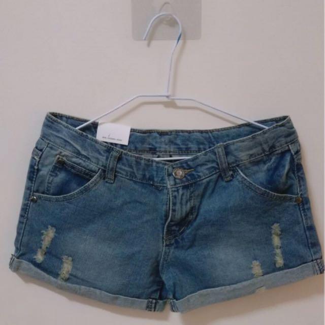 (全新) 破損反摺牛仔短褲 #三百元牛仔