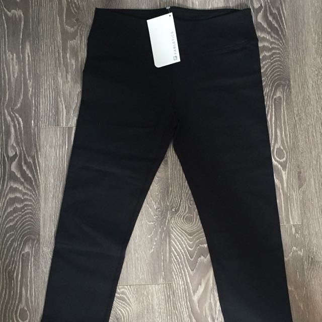 BRAND NEW Fabletics Capris Pants