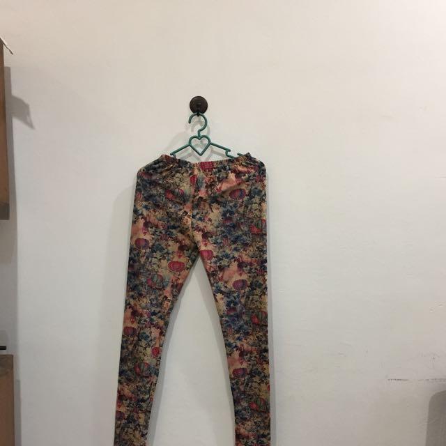 Celana Legging Motif Women S Fashion Women S Clothes Bottoms On Carousell