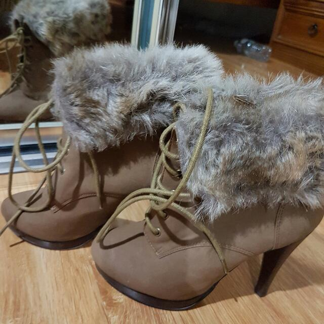 Forever new sexy fur boots size 6