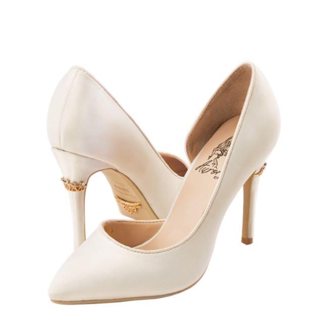 (降)Grace gift 奧羅拉皇冠飾釦跟鞋 尖頭高跟鞋