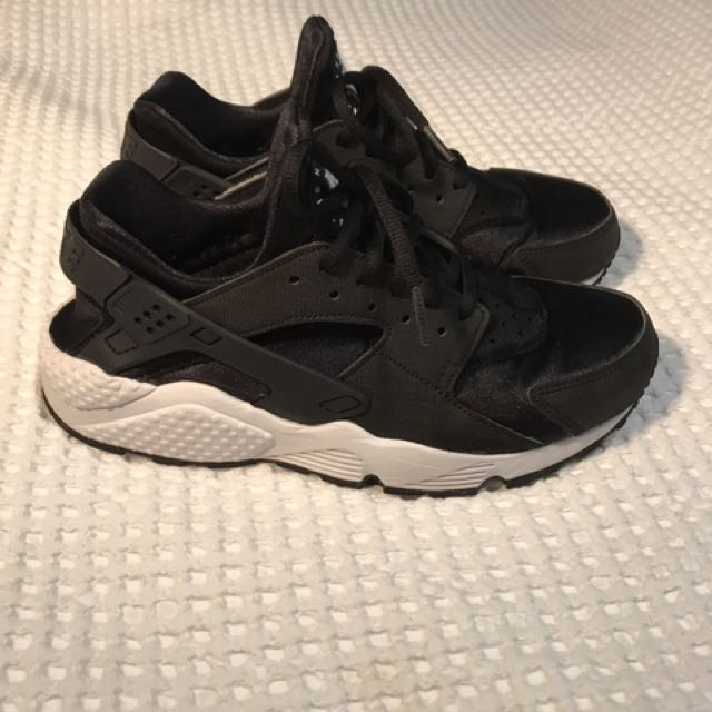 Nike Huaraches Size 8 Woman's